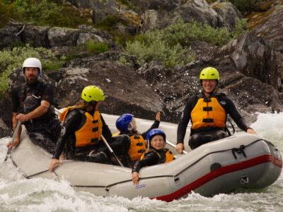 Familierafting i Norge romo med familien din