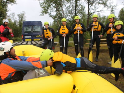 Safety talk, family rafting in Norway