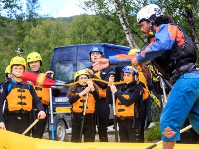 Safety talk, family rafting in Dagali